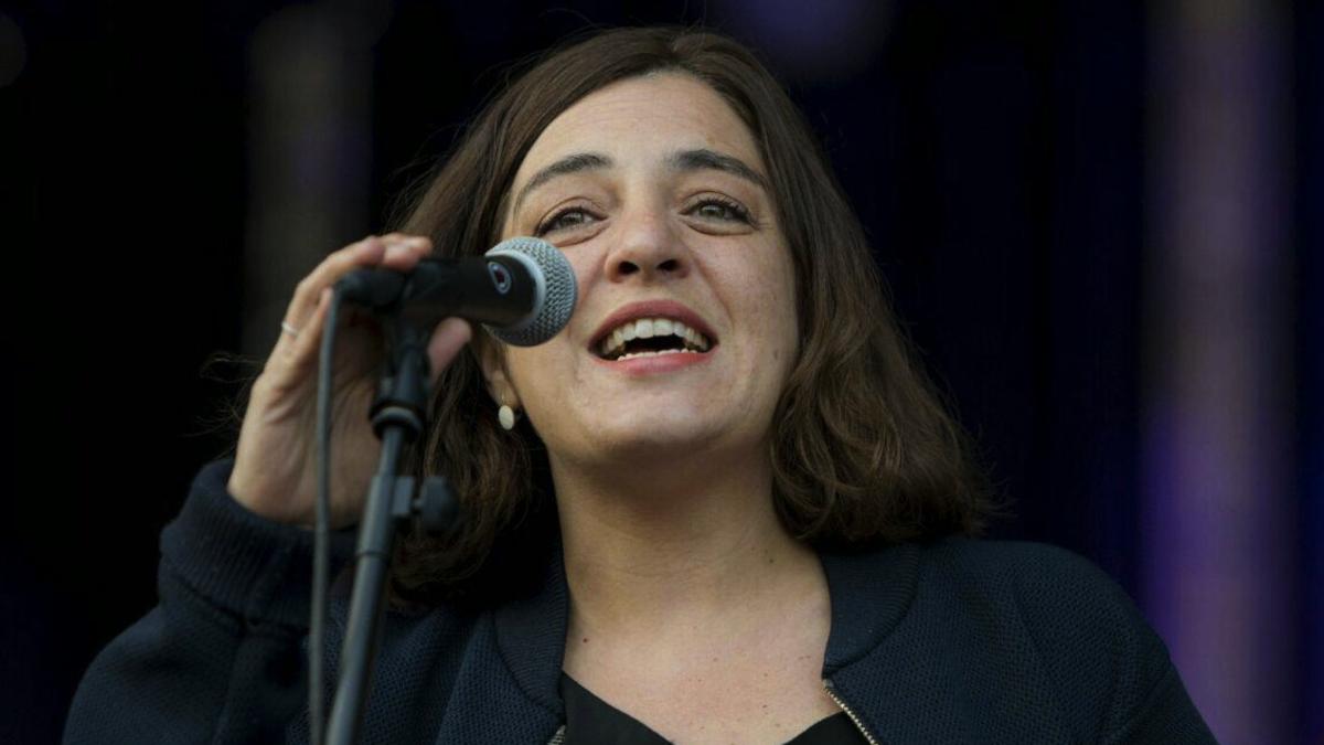 La concejal Celia Mayer recordando a una víctima de violencia machista este fin de semana. (Foto: Madrid)