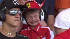Niño de Ferrari llorando tras el abandono de Kimi Raikkonen