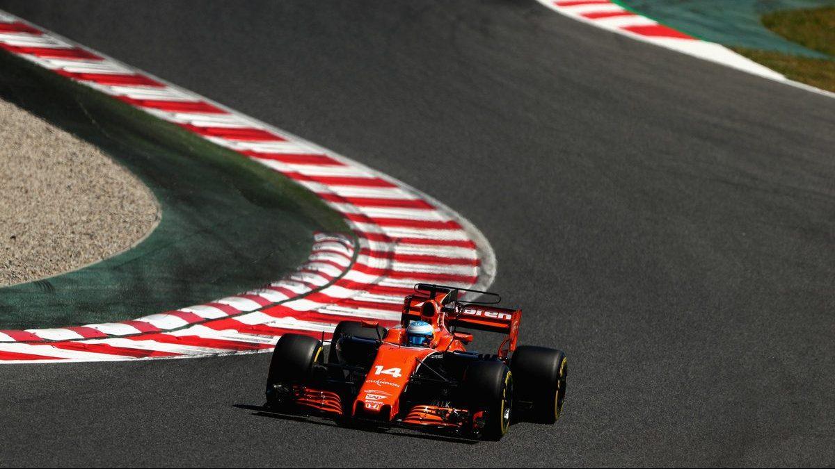 Fernando Alonso subido al MCL32 de McLaren-Honda Getty)