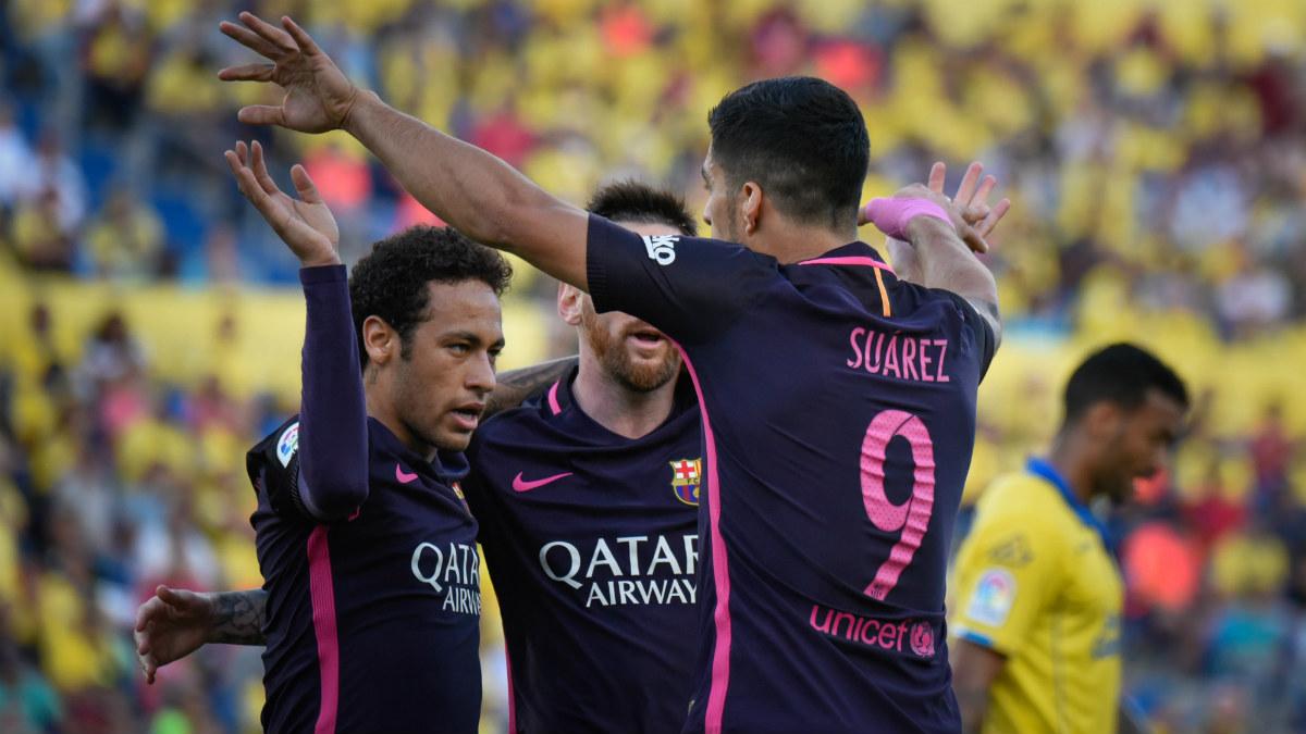 Neymar y Luis Suárez celebran su sociedad en Las Palmas. (AFP)