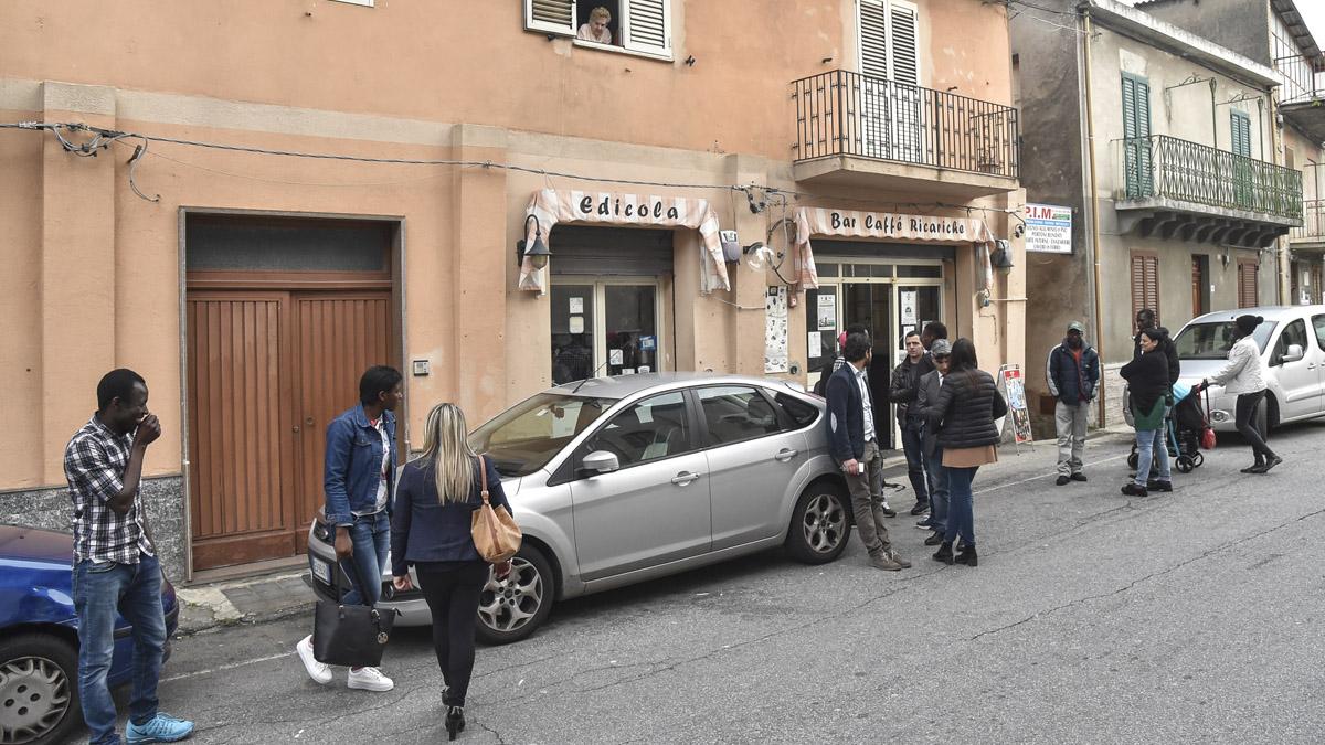 Inmigrantes en Calabria (Foto: AFP)