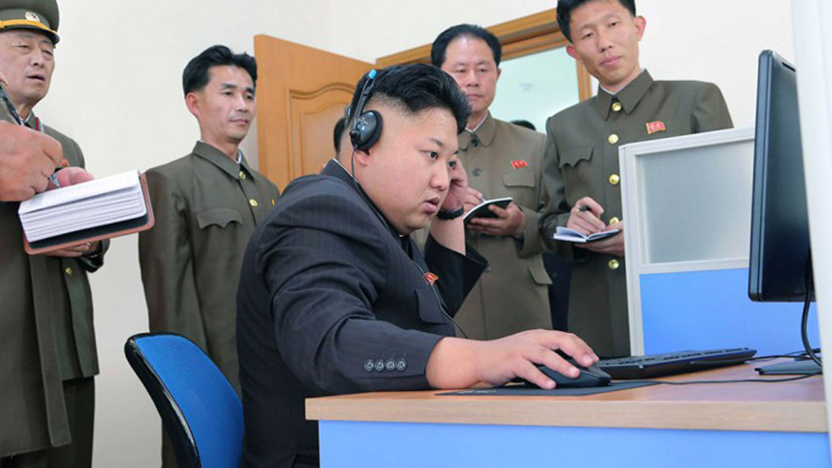 Kim Jong-un con un ordenador.