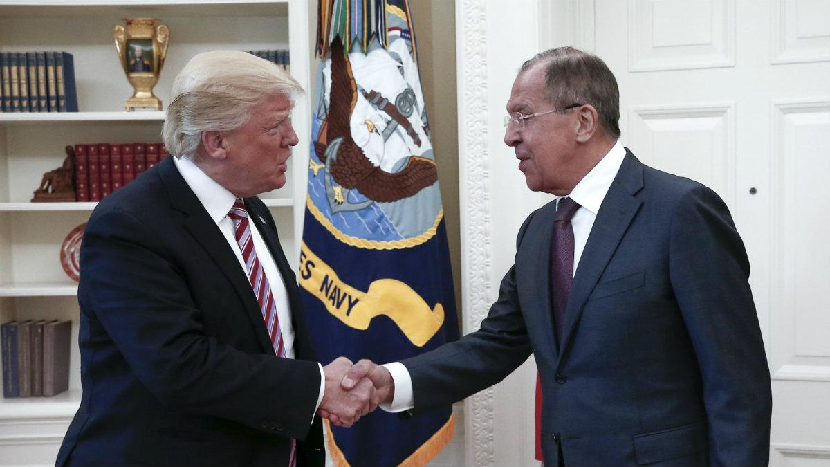 Donald Trump y Sergei Lavrov, en el despacho oval de la Casa Blanca. (Getty)