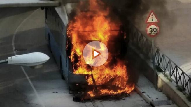Un autobús de Carmena se incendia en Vallecas sin dejar heridos