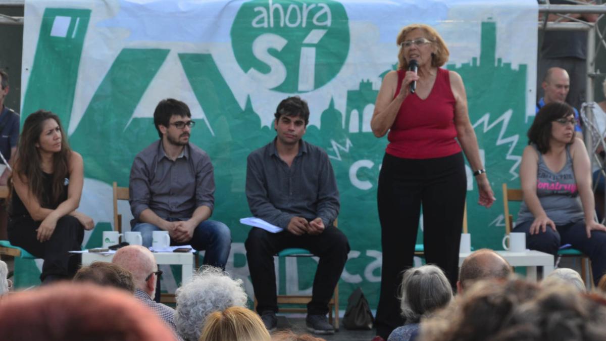 La actual alcaldesa haciendo campaña con Ahora Madrid en 2015. (Foto: Madrid)