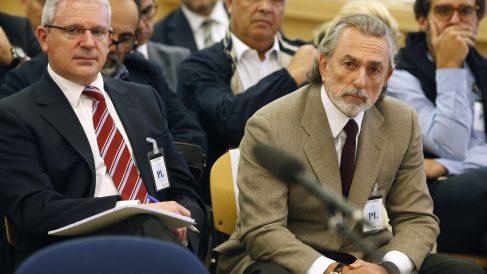 Pablo Crespo y Francisco Correa, en una de las sesiones del primer juicio del 'caso Gürtel'. (AFP)