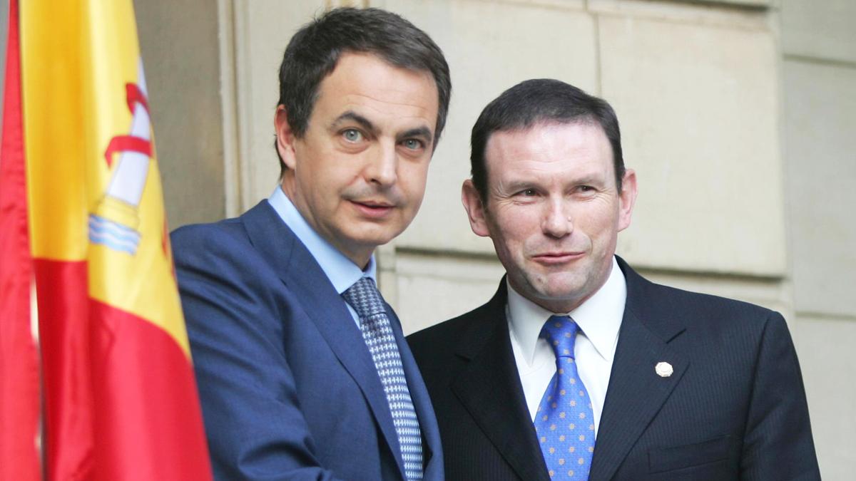 José Luis Rodríguez Zapatero y Juan José Ibarretxe. (Foto: AFP)