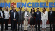 Andrea Levy junto a Albert Boadella, José Luis Martínez-Almeida, Jaime González Taboada, Alicia Sánchez Camacho, Sergio Brabezo, entre otros. (Foto: EFE)