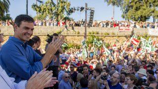 El candidato del PSOE a la Secretaría General del PSOE, Pedro Sánchez, durante su acto en Sevilla (Foto:EFE)