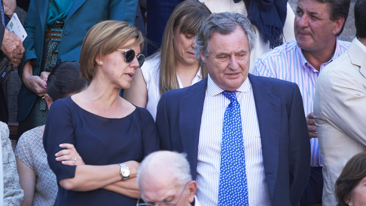 María Dolores de Cospedal e Ignacio López del Hierro. (Foto: Getty)