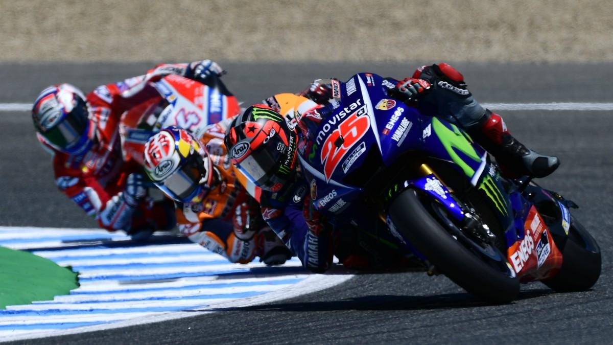 Viñales en un paso por curva en Le Mans. (AFP)