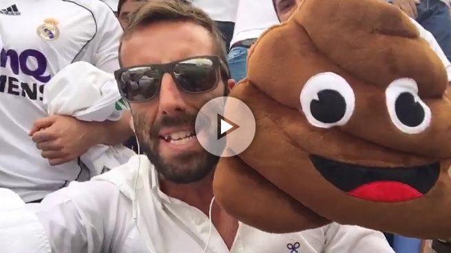 Ojeda celebra con la afición del Madrid el gol de Cristiano