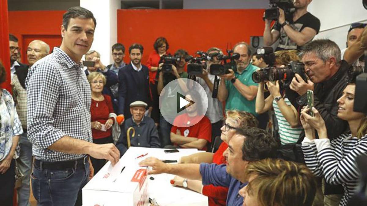 El candidato a la secretaría General del PSOE, Pedro Sánchez, votando en las primarias socialistas, en la agrupación de Pozuelo de Alarcón (Foto: Efe)