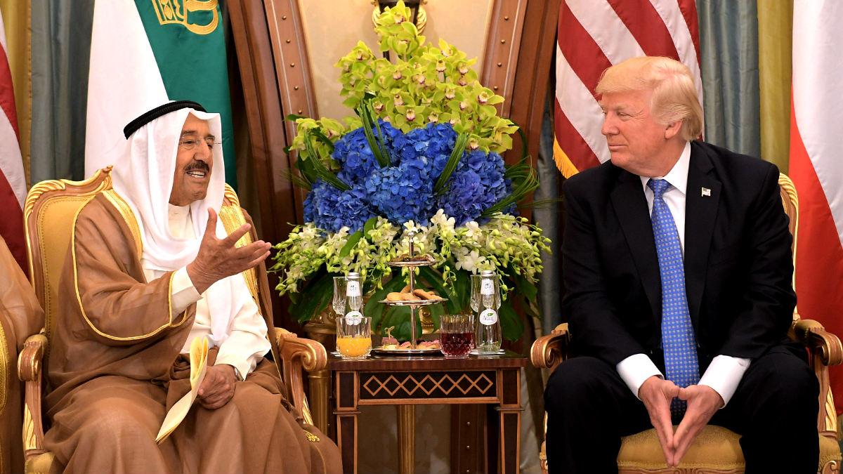 Trump en su reunión con el emir de Kuwait (Foto: AFP).