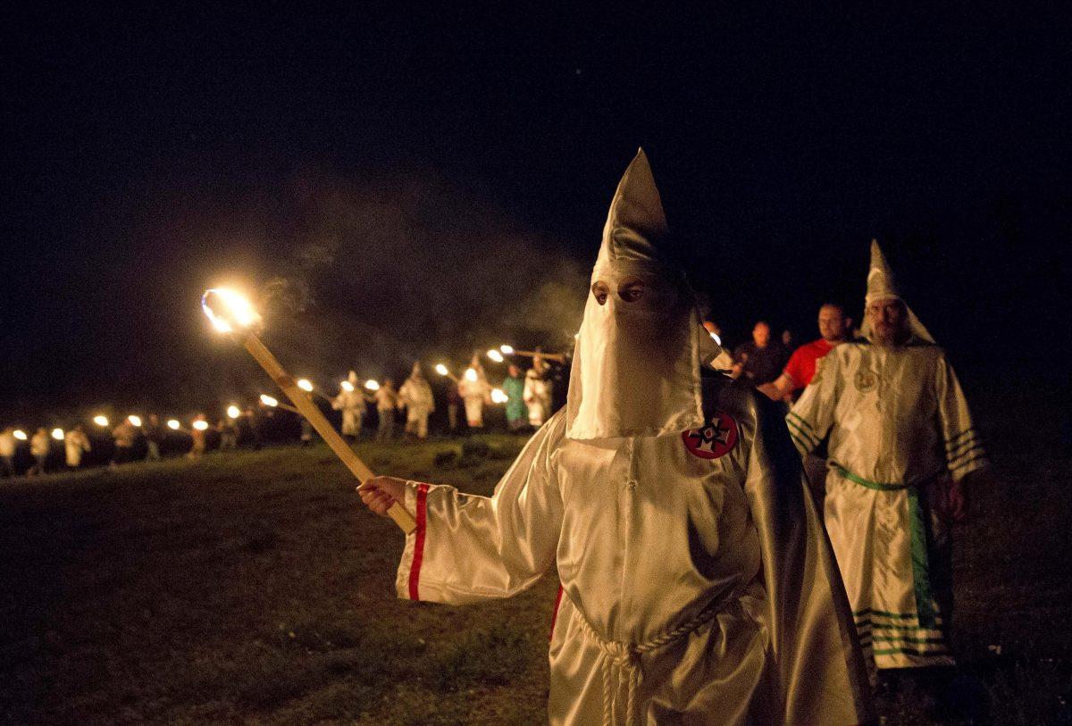 Ku Klux Klan: Una historia de terror y violencia.