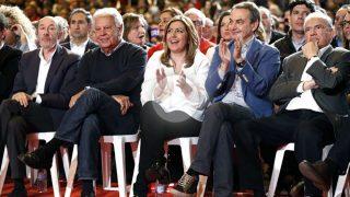 Rubalcaba, González, Zapatero y Guerra arropan a Susana Díaz, en un acto celebrado el pasado mes de marzo. (Foto: EFE)