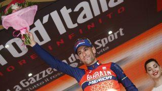 Nibali celebra su victoria en el podio. (AFP)
