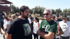 'El Pancetas' y el podemita Diego Cañamero, a las puertas de la cárcel Jaén II para recibir al delincuente Andrés Bódalo.
