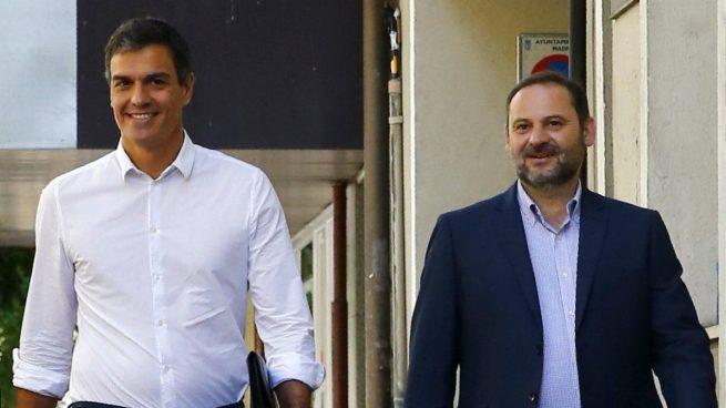 """Ábalos pide a Rajoy que reúna al resto de fuerzas contra el referéndum """"si tiene cinco minutos"""""""