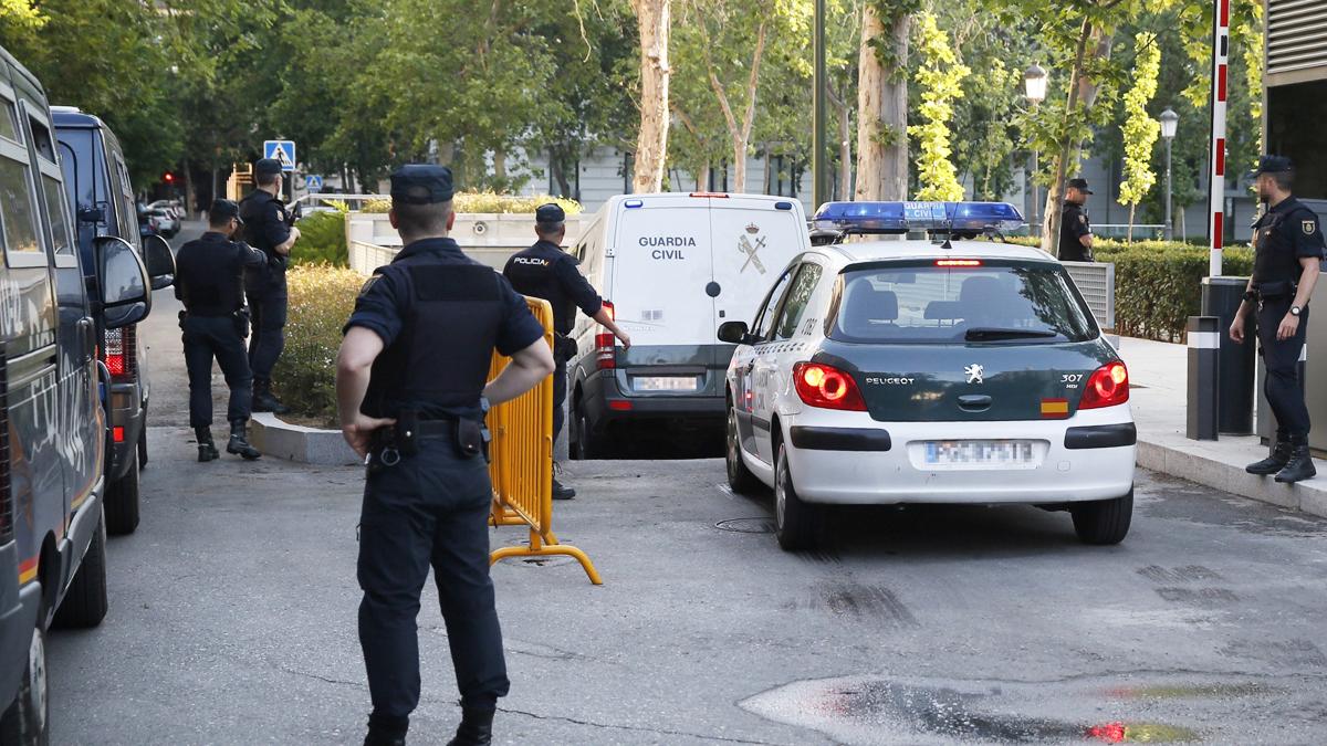 Sandro Rosell llega a la Audiencia Nacional en un furgón de la Guardia Civil. (Foto: EFE)