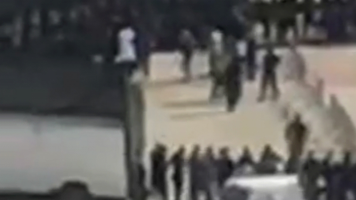 Captura de pantalla de la transmisión en directo de la ejecución por un canal vinculado a Hamas en Facebook.
