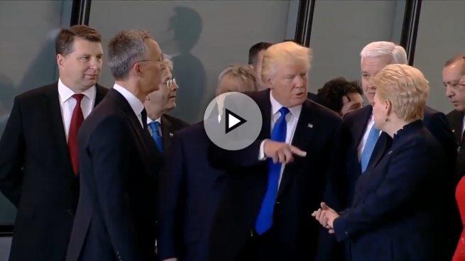 Así empujó Trump al primer ministro de Montenegro para ponerse en primera fila en la cumbre de la OTAN