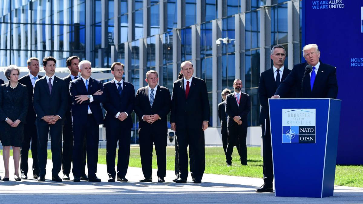 Donald Trump, ante sus socios de la OTAN, en Bruselas. (AFP)