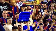 Aficionados del Barcelona arrancan los asientos del Calderón.