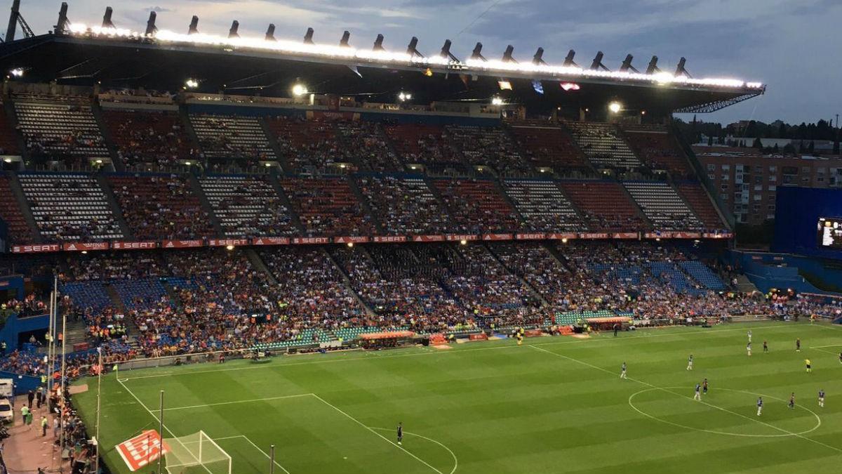 El estadio Vicente Calderón durante la final de la Copa del Rey. (Twitter)
