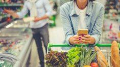 Una pareja haciendo la compra en el mercado (Foto. Istcok)