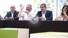 Los dirigentes de Nueva Canarias en la rueda de prensa (Foto: Efe).