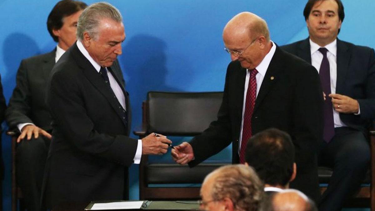 Michel Temer y el cesado ministro de Justicia Serraglio.
