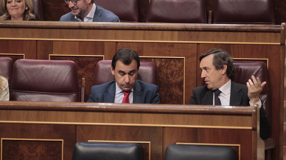 Fernando Martinez-Maíllo y Rafael Hernando en el Congreso de los Diputados. (Foto: Francisco Toledo)