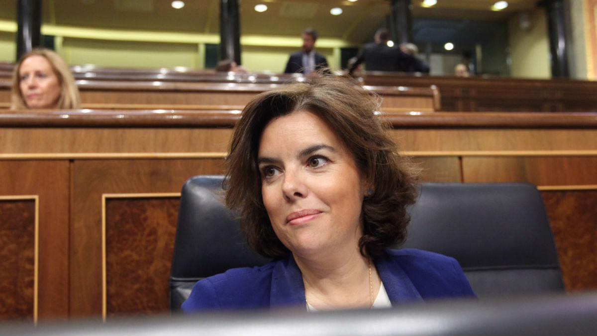 La vicepresidenta Soraya Sáenz de Santamaría en su escaño en el Congreso. (Foto: Francisco Toledo)