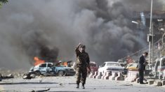 Imagen del atentado en la zona diplomática de Kabul. (Foto: AFP)