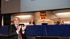 Alejandro Blanco aplaude tras ser reelegido para dirigir el deporte olímpico español hasta 2021.