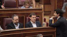 Albert Rivera y Juan Carlos Girauta, en el Congreso. Foto: Francisco Toledo)