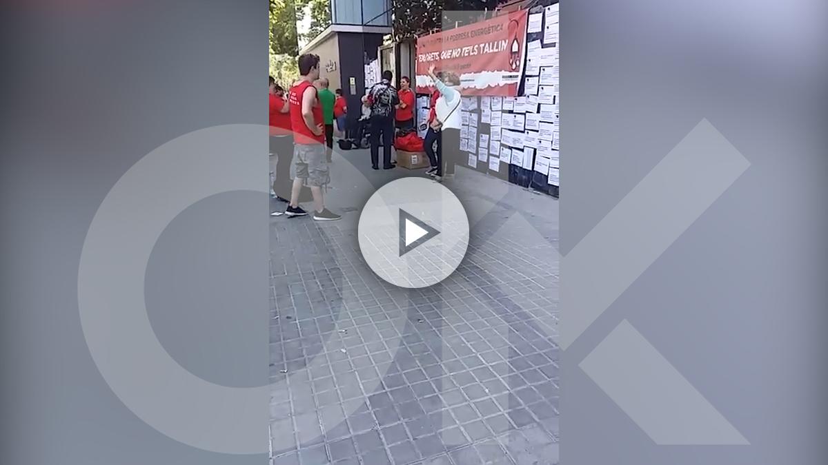 La APE a las puertas de la sede de Endesa en Barcelona