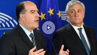 Los presidentes de la Asamblea venezolana, Julio Borges (uzqda.), y del Parlamento Europeo, Antonio Tajani. (Foto: AFP)