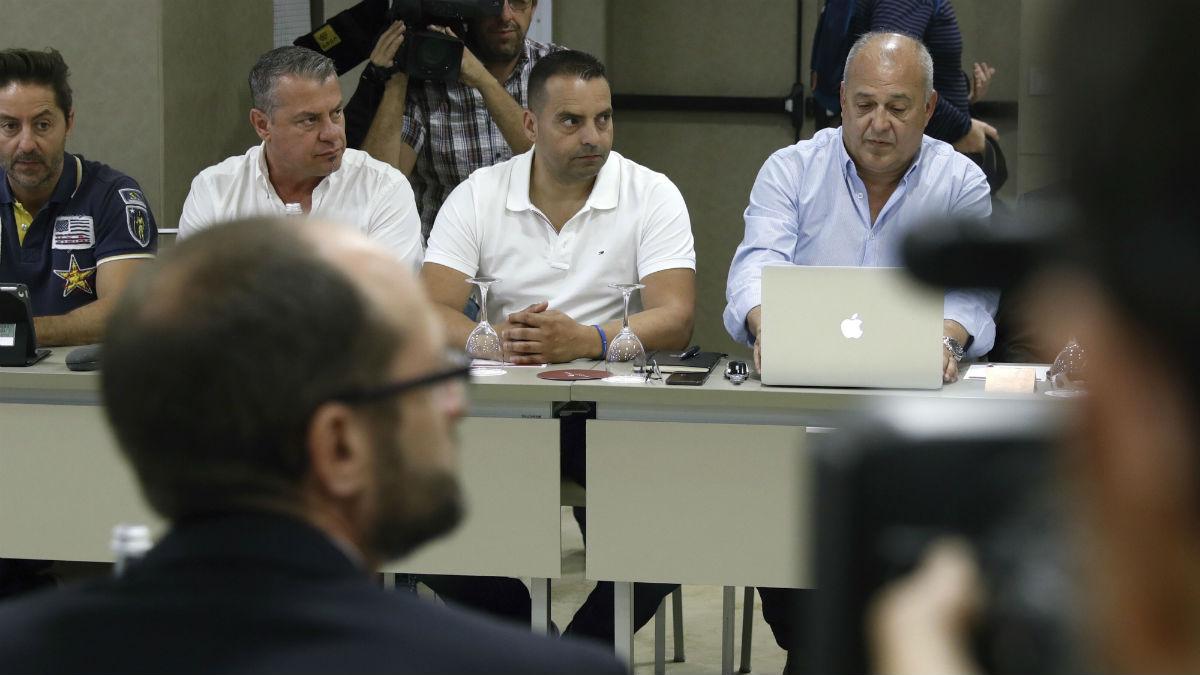 Reunión de estibadores y patronal (Foto: EFE).