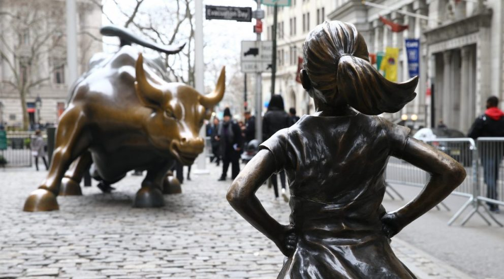 «La niña sin miedo», de Kristen Visbal, en Wall Street (Foto: Getty)