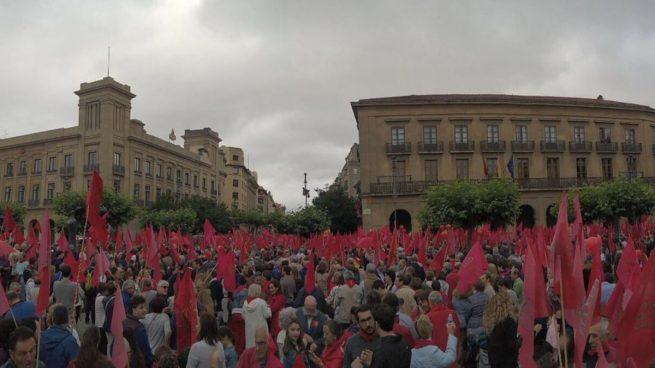 Masiva marcha en Navarra «en defensa de su bandera» y contra las medidas de Barkos