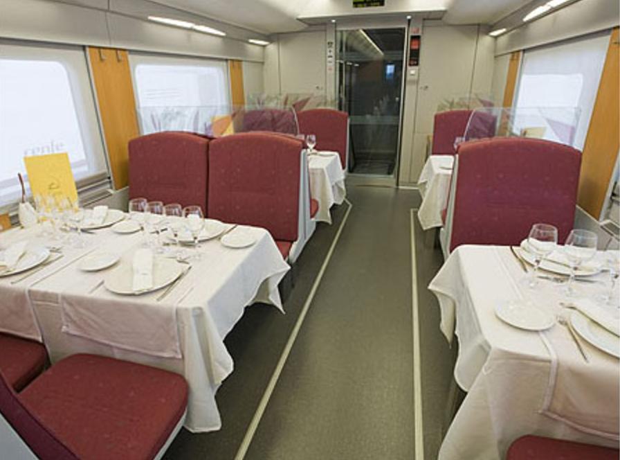 170 pasajeros de Renfe obligados a subir de madrugada a un bus porque no hay maquinista de relevo