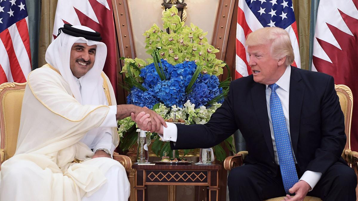 Tamim bin Hamad Al Zani, emir de Qatar, y Donald Trump. (Foto: AFP)