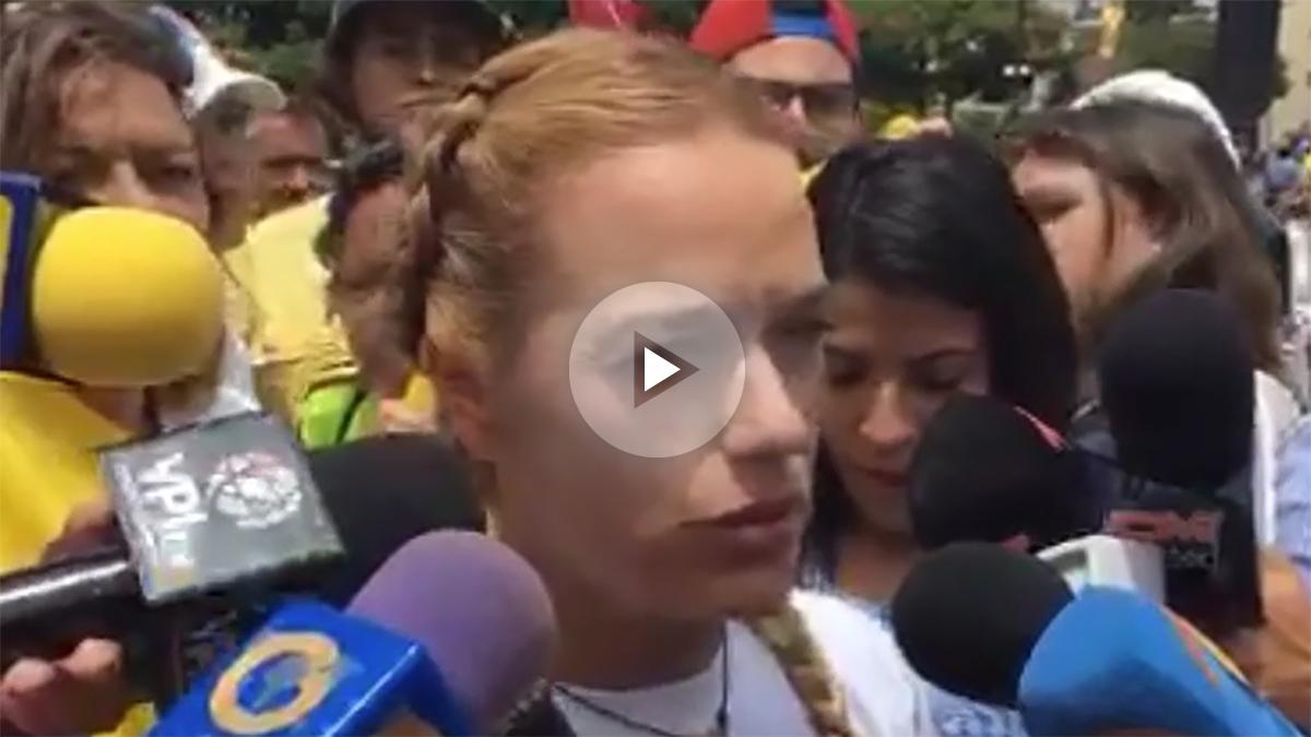 Lilian Tintori denuncia la represión en Caracas.