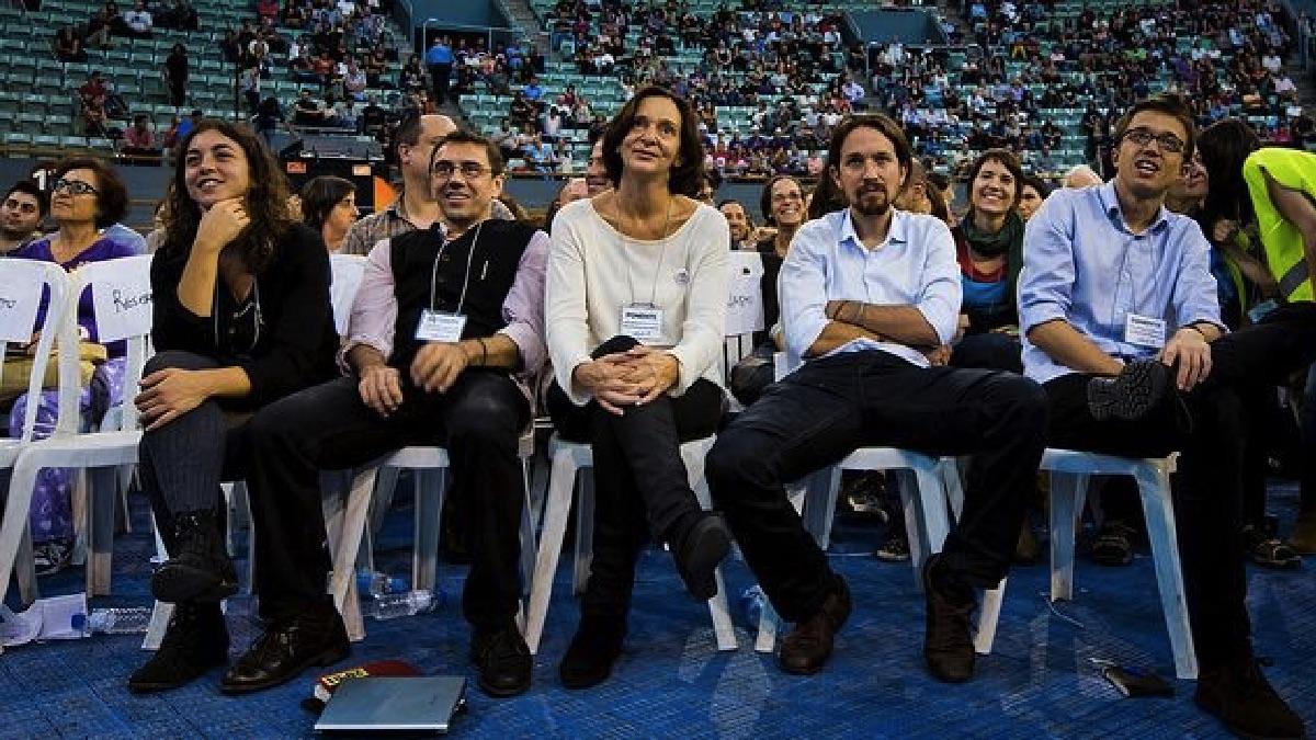 Juan Carlos Monedero y Pablo Iglesias, en Vistalegre I en 2014. (Foto: Podemos)