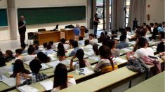 Alumnos en un examen de Selectividad o EBAU