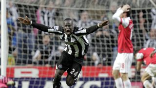 Cheick Tioté celebra un gol ante el Arsenal. (AFP)