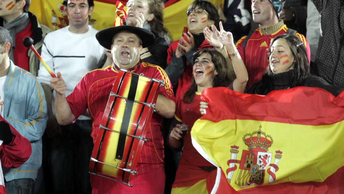 Manolo el del bombo animando a la Selección. (AFP)
