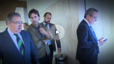 Juan Ignacio Zoido atiende al reportero de OKDIARIO Cake Minuesa.